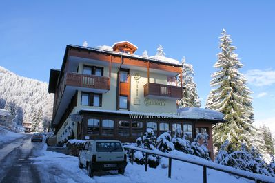 Hotel Caminetto: A BUITENKANT HOTEL CAMINETTO FOLGARIDA SKIRAMA DOLOMITI INTERLODGE
