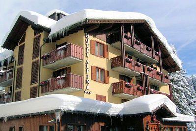 Hotel Alpina: BUITENKANT HOTEL ALPINA MADONNA DI CAMPIGLIO SKIRAMA DOLOMITI WINTERSPORT ITALIE SKI SNOWBOARD RAQUETTES LANGLAUFEN WANDELEN INTERDLOGE