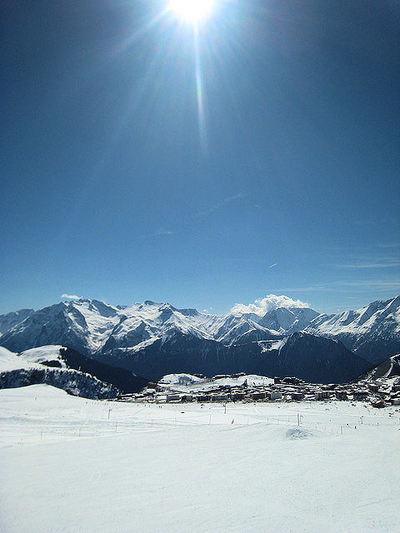 Grandes Rousses: ALPE D HUEZ GRANDES ROUSSES FRANKRIJK WINTERSPORT SKI SNOWBOARD RAQUETTE SCHNEESCHUHLAUFEN LANGLAUFEN WANDELEN INTERLODGE