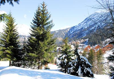 Oz en Oisans: AANZICHT OZ EN OISANS GRANDES ROUSSES WINTERSPORT FRANKRIJK SKI SNOWBOARD RAQUETTES LANGLAUF WANDELEN INTERLODGE