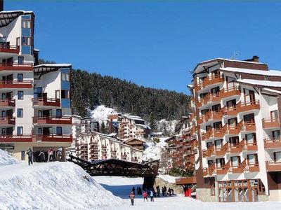 La Tania: BRUG CENTRUM LA TANIA LES TROIS VALLEES WINTERSPORT FRANKRIJK SKI SNOWBOARD RAQUETTES LANGLAUFEN WANDELEN INTERLODGE