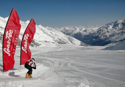Saastal: ALLALIN SAAS FEE ZWITSERLAND WINTERSPORT SKI SNOWBOARD RAQUETTE SCHNEESCHUHLAUFEN LANGLAUFEN WANDELEN INTERLODGE