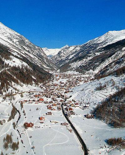 Saas Grund: DAL SAAS GRUND ZWITSERLAND WINTERSPORT SKI SNOWBOARD RAQUETTE SCHNEESCHUHLAUFEN LANGLAUFEN WANDELEN INTERLODGE