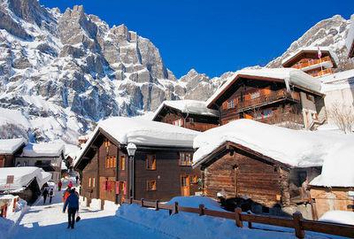 Leukerbad: BRUINE HUISJES LEUKERBAD ZWITSERLAND WINTERSPORT SKI SNOWBOARD RAQUETTE SCHNEESCHUHLAUFEN LANGLAUFEN WANDELEN INTERLODGE