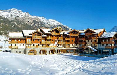 Résidence Les Alpages de Val Cenis: ALPAGES DE VAL CENIS BUITENKANT WINTERSPORT FRANKRIJK SKI SNOWBOARD RAQUETTES LANGLAUFEN WANDELEN INTERLODGE