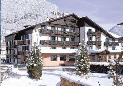 Hotel Nele: HOTEL NELE BUITENKANT ZIANO WINTERSPORT ITALIE SKI SNOWBOARD RAQUETTE SCHNEESCHUHLAUFEN LANGLAUFEN WANDELEN INTERLODGE