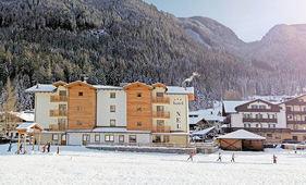 APPARTHOTEL NELE EXTERIEUR ZIANO WINTERSPORT ITALIE SKI SNOWBOARD RAQUETTES LANGLAUFEN WANDELEN INTERLODGE