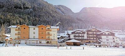 Apparthotel Nele: APPARTHOTEL NELE EXTERIEUR ZIANO WINTERSPORT ITALIE SKI SNOWBOARD RAQUETTES LANGLAUFEN WANDELEN INTERLODGE