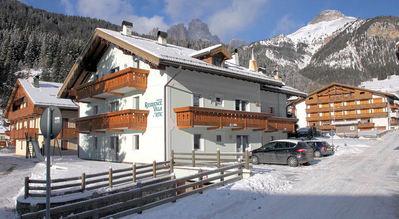 Résidence Villa Artic: BUITENKANT RESIDENCE VILLA ARTIC CAMPITELLO SUPERDOLOMITI WINTERSPORT ITALIE SKI SNOWBOARD RAQUETTES SCGNEESCHUHLAUFEN LANGLAUFEN WANDELEN INTERLODGE
