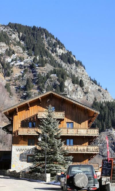 Les Chalets du Bouquetin: CHALET BOUQUETIN CHAMPAGNY PARADISKI WINTERSPORT FRANKRIJK SKI SNOWBOARD RAQUETTES SCHNEESCHUHLAUFEN LANGLAUFEN WANDELEN INTERLODGE