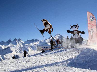 Les Sybelles: AAMOEDIGING MASCOTTE LES SYBELLES FRANKRIJK WINTERSPORT SKI SNOWBOARD RAQUETTE SCHNEESCHUHLAUFEN LANGLAUFEN WANDELEN INTERLODGE