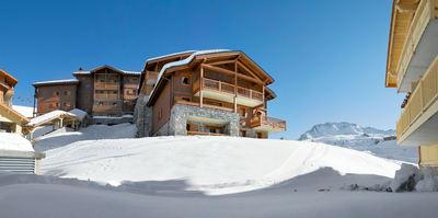 Résidence Les Granges du Soleil: BUITENKANT LES GRANGES DU SOLEIL WINTERSPORT FRANKRIJK SKI SNOWBOARD RAQUETTES SCHNEESCHUHLAUFEN LANGLAUFEN WANDELEN INTERLODGE