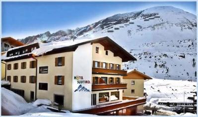 Hotel Südtirol: BUITENKANT HOTEL SUDTIROL OBERTAUERN WINTERSPORT OOSTENRIJK SKI SNOWBOARD RAQUETTE SCHNEESCHUHLAUFEN LANGLAUFEN WANDELEN INTERLODGE