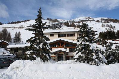 Hotel Banchetta: BUITENKANT HOTEL BANCHETTA SESTRIERE BORGATA VIA LATTEA WINTERSPORT ITALIE SKI SNOWBOARD RAQUETES SCHNEESCHUHLAUFEN WANDELEN LANGLAUFEN INTERLODGE