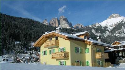 Résidence Ercabuan: AANZICHT RESIDENCE ERCABUAN CAMPITELLO DOLOMITI WINTERSPORT ITALIE SKI SNOWBOARD RAQUETTES SCHNEESCHUHLAUFEN LANGLAUFEN WANDELEN INTERLODGE