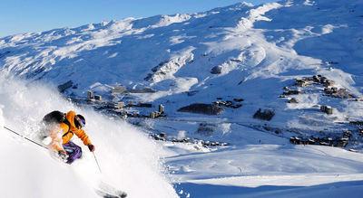 Les Menuires: LES MENUIRES LES TROIS VALLEES  WINTERSPORT FRANKRIJK SKI SNOWBOARD RAQUETTES SCHNEESCHUHLAUFEN LANGLAUFEN WANDELEN INTERLODGE