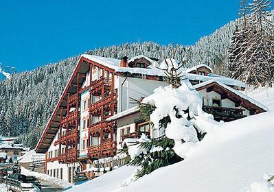 Hotel Belvedere: BUITENKANT HOTEL BELVEDERE FALCADE SUPERDOLOMITI ITALIE WINTERSPORT SKI SNOWBOARD RAQUETTES SCHNEESCHUHLAUFEN LANGLAUFEN WANDELEN INTERLODGE