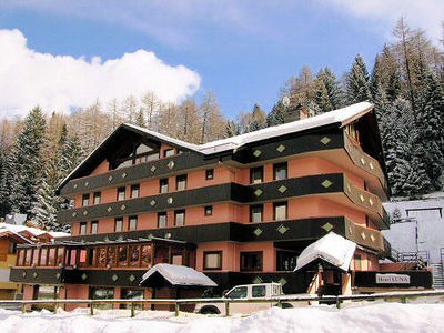 Luna Wellness Hotel: BUITENKANT HOTEL LUNA FOLGARIDA SKIRAMA DOLOMITI WINTERSPORT ITALIE SKI SNOWBOARD RAQUETTES SCHNEESCHUHLAUFEN LANGLAUFEN WANDELEN INTERLODGE