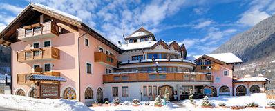 Hotel Tevini: BUITENKANT HOTEL TEVINI COMMEZZADURA SKIRAMA DOLOMITI WINTERSPORT ITALIE SKI SNOWBOARD RAQUETTES SCHNEESCHUHLAUFEN LANGLAUFEN WANDELEN INTERLODGE