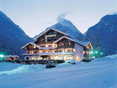 Hotel Tyrolia: buitenkant-hotel-tyrolia-malga-ciapela-marmaolada-wintersport-italie-interlodge