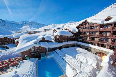 Hotel Village Montana : BUITENKANT HOTEL VILLAGE MONTANA TIGNES LES LAC ESPACE KILLY FRANKRIJK WINTERSPORT SKI SNOWBOARD RAQUETTES SCHNEESCHUHLAUFEN LANGLAUFEN WANDELEN INTERLODGE