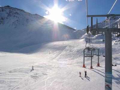 Valfréjus: BOVEN OP DE PISTE VALFREJUS FRANKRIJK SKIGEBIED WINTERSPORT SKI SNOWBOARD RAQUETTE SCHNEESCHUHLAUFEN LANGLAUFEN WANDELEN INTERLODGE