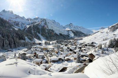 Arabba: ARABBA DORP DOLOMITI SUPERSKI WINTERSPORT ITALIE SKI SNOWBOARD RAQUETTES SCHNEESCHUHLAUFEN LANGLAUFEN WANDELEN INTERLODGE