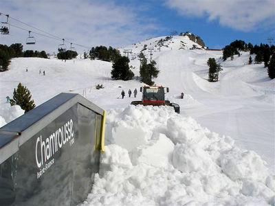 Chamrousse: CHAMROUSSE FRANKRIJK WINTERSPORT SKI SNOWBOARD RAQUETTE SCHNEESCHUHLAUFEN LANGLAUFEN WANDELEN INTERLODGE
