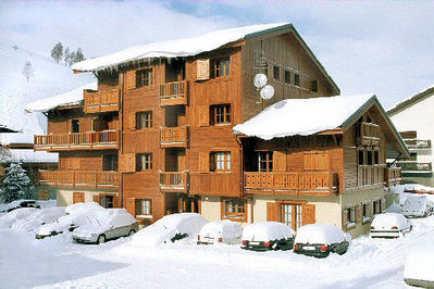 Résidence Alpina Lodge: BUITENKANT RESIDENCE ALPINA LODGE LES DEUX ALPES WINTERSPORT FRANKRIJK SKI SNOWBOARD RAQUETTES SCHNEESCHUHLAUFEN LANGLAUFEN WANDELEN INTERLODGE
