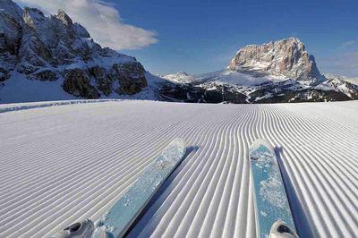 Dolomiti Superski: DOLOMITI SUPERSKI SKI SELLA RONDA ITALIE WINTERSPORT SKI SNOWBOARD RAQUETTE SCHNEESCHUHLAUFEN LANGLAUFEN WANDELEN INTERLODGE