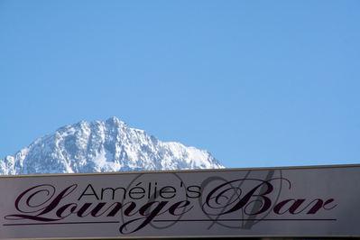 Hotel Amélie: AMELIE LOUNGE BAR HOTEL AMELIE BRIDES LES BAINS LES TROIS VALLEES FRANKRIJK WINTERSPORT SKI SNOWBOARD RAQUETTES SCHNEESCHUHLAUFEN LANGLAUFEN WANDELEN INTERLODGE