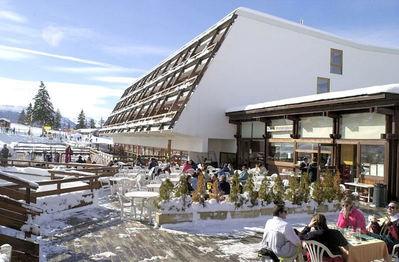 Hotel La Cachette: BUITENKANT HOTEL LA CACHETTE ARC 1600 PARADISKI INTERLODGE