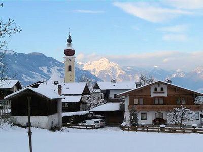 Ried im Zillertal: DORP RIED IM ZILLERTAL ZILLERTAL ARENA WINTERSPORT OOSTENRIJK SKI SNOWBOARD RAQUETTES SCHNEESCHUHLAUFEN LANGLAUFEN WANDELEN INTERLODGE