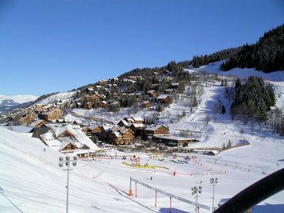 Méribel / Mottaret: DORP  MERIBEL LES TROIS VALLEES WINTERSPORT FRANKRIJK SKI SNOWBOARD RAQUETTES LANGLAUFEN WANDELEN INTERLODGE