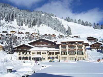 Hotel Königsleiten: BUITENKANT HOTEL KONIGSLEITEN KONIGSLEITEN ZILLERTAL ARENA WINTERSPORT OOSTENRIJK SKI SNOWBOARD LANGLAUF RAQUETTES SCHNEESCHUHLAUFEN WANDELEN INTERLODGE