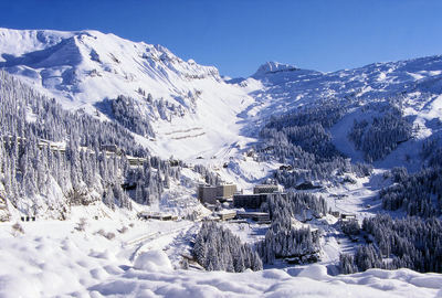 Flaine: DORP FLAINE LE GRAND MASSIF FRANKRIJK WINTERSPORT SKI SNOWBOARD RAQUETTES SCHNEESCHUHLAUFEN LANGLAUFEN WANDELEN INTERLODGE