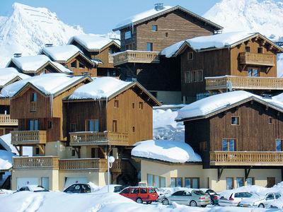 Les Chalets et Lodges des Alpages: BUITENKANT LES LODGES ET CHALETS DES ALPAGES PLAGNE SOLEIL PARADISKI INTERLODGE