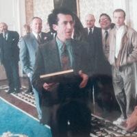 Kieran Rose meets President Mary Robinson Aras an Uachtarain Dec 1992.jpg