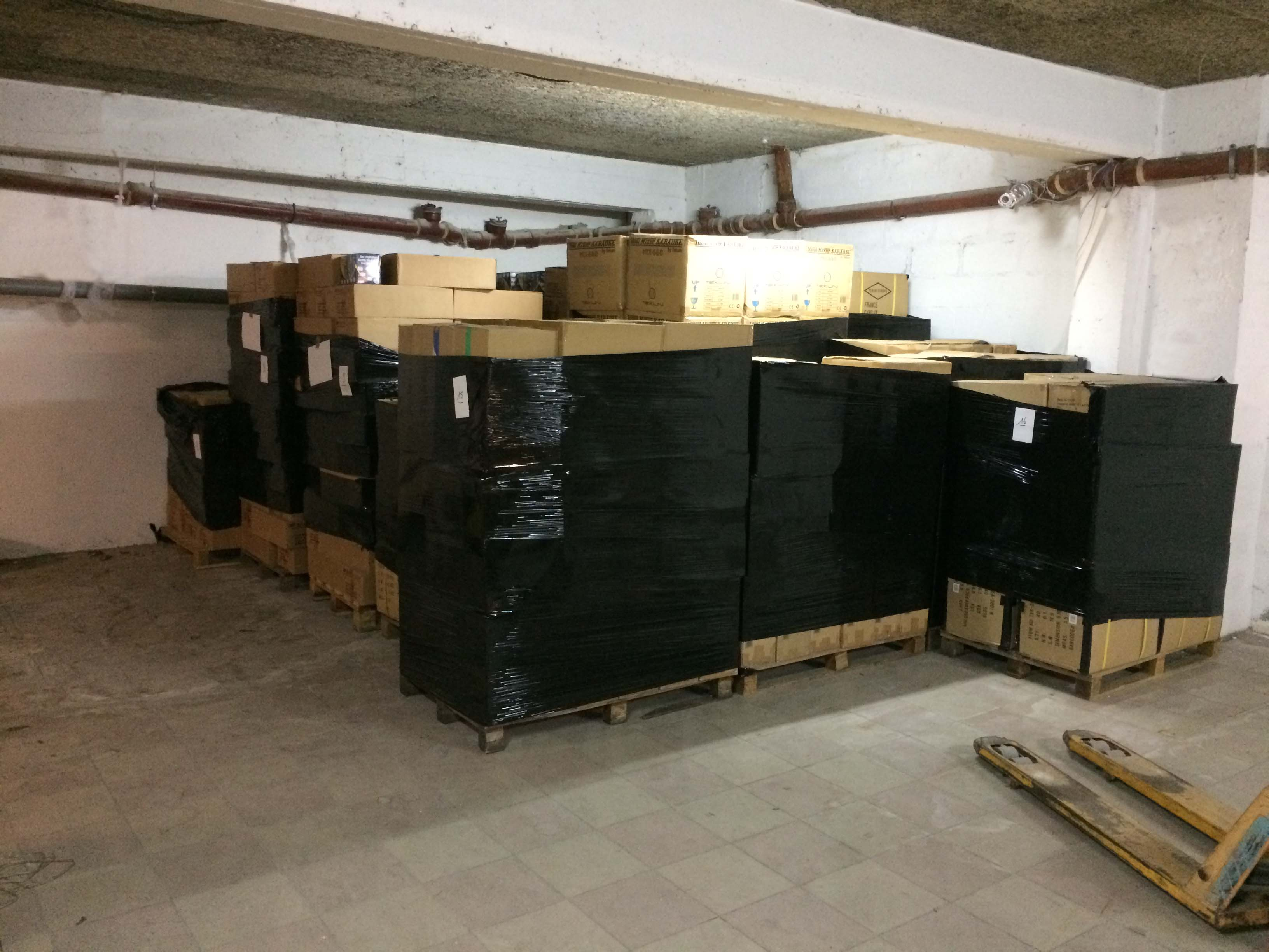 location 7m2 de stockage dans local s curis 1 mois minimum saint maur des foss s 94100. Black Bedroom Furniture Sets. Home Design Ideas