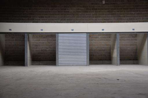 location box n 9 coigni res 78310. Black Bedroom Furniture Sets. Home Design Ideas