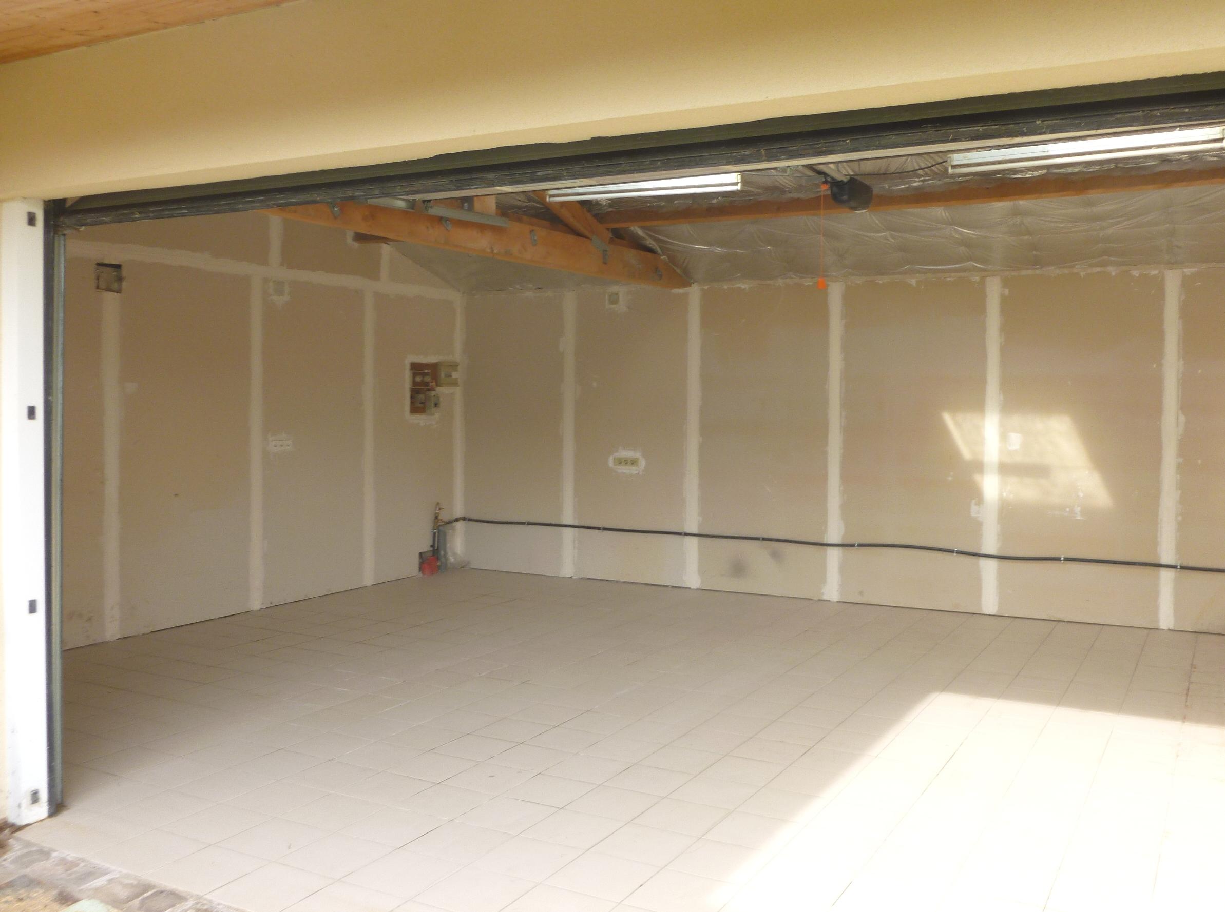 location 10m2 de stockage dans local s curis houilles 78800. Black Bedroom Furniture Sets. Home Design Ideas