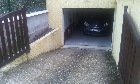 Location garage sous habitation ternay 69360 for Garage garde meuble