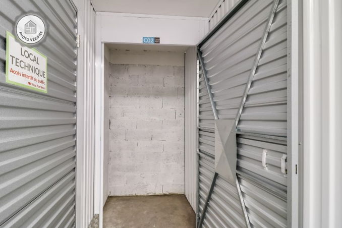 box c2 en location coignieres 78310. Black Bedroom Furniture Sets. Home Design Ideas