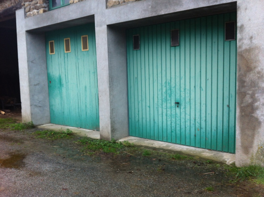 Location 10m2 dans un grand garage saint tienne de for Garage st etienne
