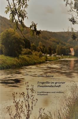 Fregatte in grüner Flusslandschaft