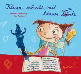 Klara schreibt mit blauer Tante