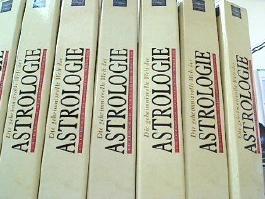 Die geheimnisvolle Welt der Astrologie. Sammelwerk in 7 Ringbindern, 1 Ringbinder: Das Buch der Deutungen. 2 Boxen.