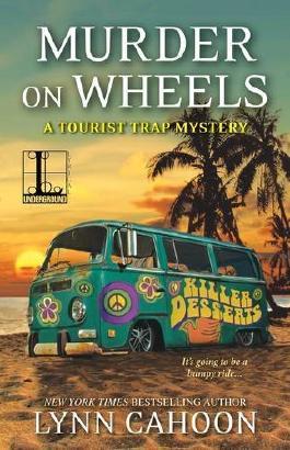 Murder on Wheels (Tourist Trap Mysteries) by Lynn Cahoon (2016-02-02)