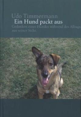 Ein Hund packt aus