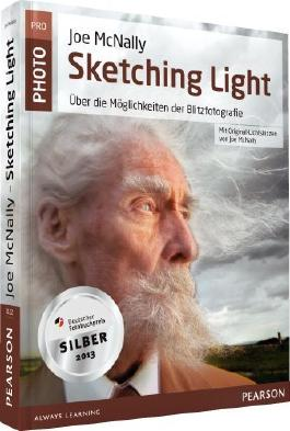 Joe McNallys Sketching Light - mit Original-Lichtskizzen von Joe McNally: Über die Möglichkeiten der Blitzfotografie (Pearson Photo) von McNally. Joe (2012) Taschenbuch